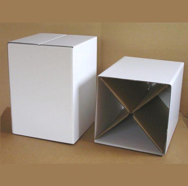 Papphocker Uni weiß können bemalt werden für Theaterstücke eingesetzt oder zu einer Wand aufgestapelt werden