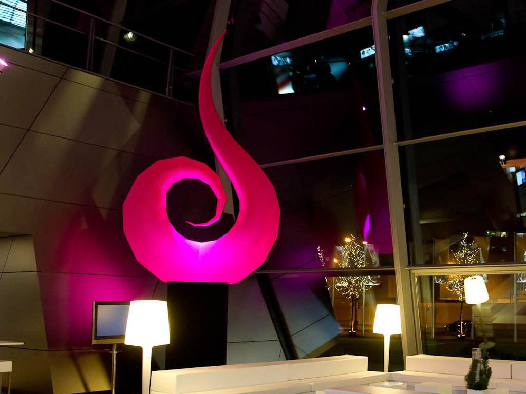 Inflatable sculpture - Lichtskulptur - Lichtdekoration - Dekorationslampe mit LED: SWAN mieten oder kaufen hms