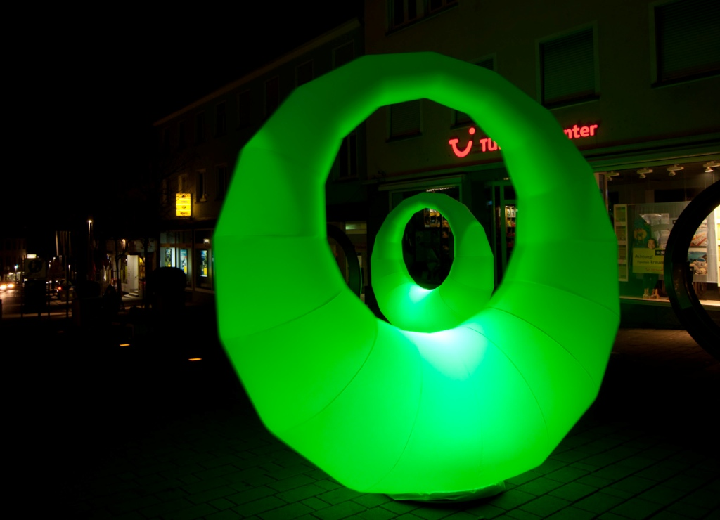 easy ring die aufblasbare LED Leuchtskulptur