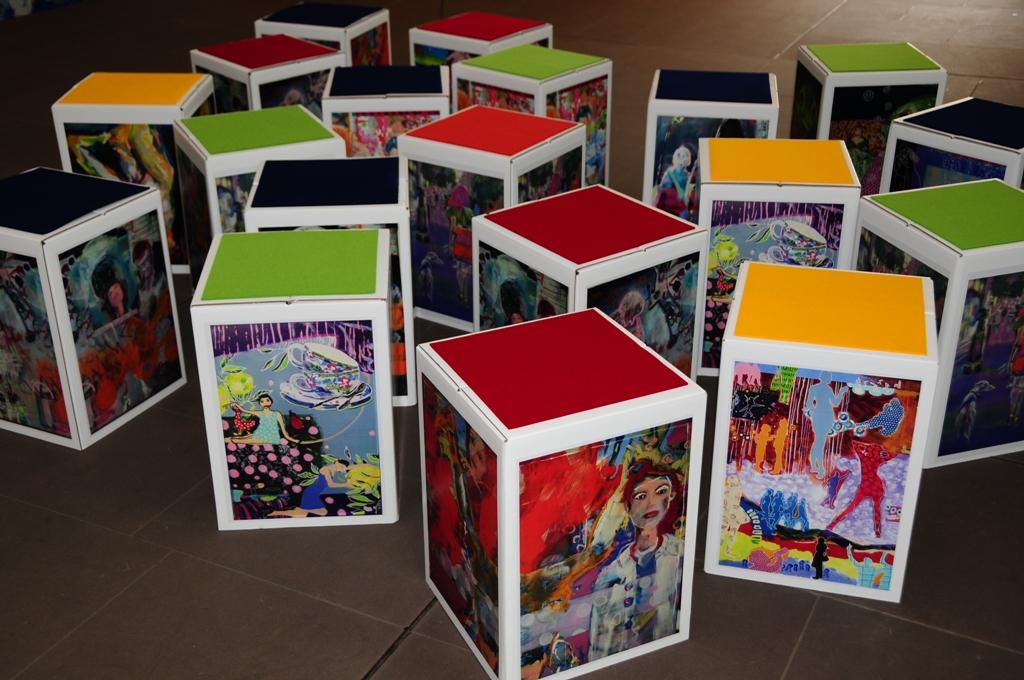 Bedruckung von Papphocker ab 10 Stück Digitaldruck vier Farben bunte individuelle Papphockerkönnen frei gestaltet werden oder mit dem eigenen Logo versehen werden