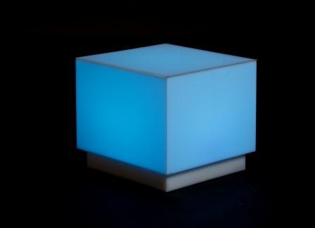 Leuchtwürfel Beistelltisch über DMX oder Fernbedienung steuerbar.
