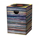 Motivpapphocker Music Express mit vielen Schallplatten gestapelt