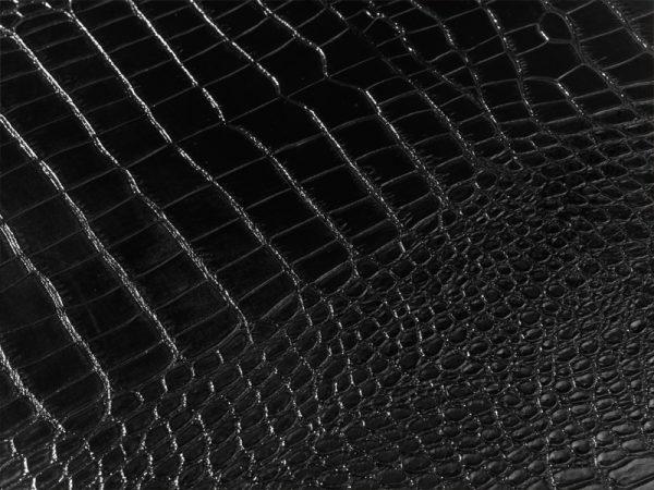 """Detailansicht der glänzenden Kroko-Lack-optik der Loungeserie """"Nightlife"""""""