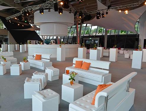 Weiße Loungemöbel mieten für Hallenausstattung Whitelounge Negrid