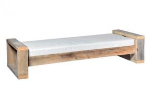 Rustikale Outdoorlounge Sitzbank aus Holz mit Sitzpolster, robust, Vermietung
