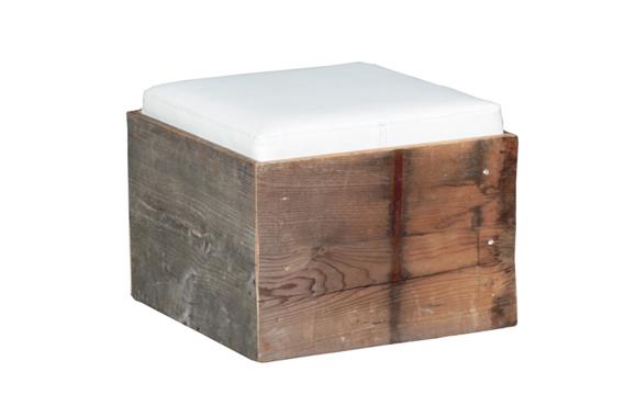 Rustikale Outdoorlounge Sitzwürfel Cube aus Holz mit Sitzpolster, robust, Vermietung