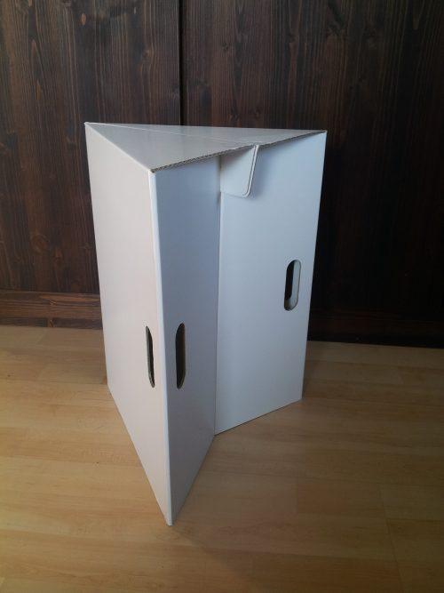 3 eckiger Papphocker weiss bedruckbar, Praktisch klein zu tragen ideal auf Messen, Promotions und Workshopsops Maße: 35 x 30 x 45cm (LxBxH) Ansicht seitlich