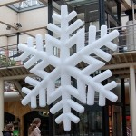 Aufblasbare hängender Schneeflocke für Einkaufscenter, Weihnachtsmärkte oder Weihnachtsfeier: P-STAR zum stellen oder hängen - Vermietung und Verkauf möglich