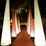 Aufblasbare Leuchtkegel für Bühne, Hallen, Outdoorevents: airLIGHT zum stellen oder hängen - Vermietung und Verkauf möglich