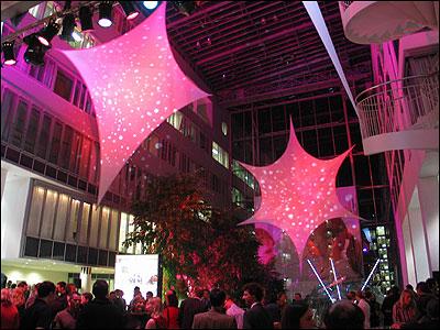 Projektionssegel, Spannsegel, Stretchsegel aus Stretchgewebe Polyamid, Elastan - 4Punkt-Stretchsegel Spannsegel LONDON- 6Piunktsegel-SEVILLAIndoor