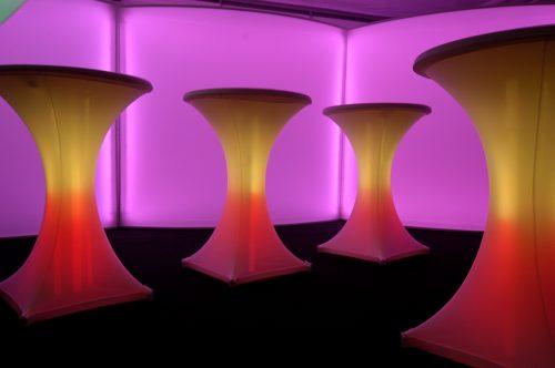 LED Stehtischbeleuchtung mit Akku und DMX Steuerung möglich Stretchhusse erforderlich Vermietung/Verkauf möglich