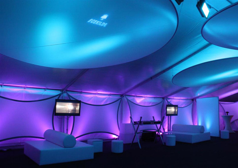 Projektionsflaeche aus Stretchgewebe Polyamid, Elastan - 4Punkt-Spannsegel BERLIN und DISK2D Scheibe- Indoor