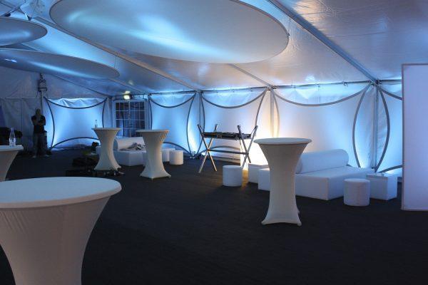Projektionsfläche aus Stretchgewebe Polyamid, Elastan - 4Punkt-Spannsegel BERLIN und DISK2D Scheibe- Indoor