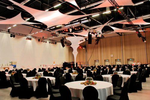 Projektionsfläche aus Stretchgewebe Polyamid, Elastan - 6Punkt-Stretchsegel GRANADA- Indoor Deckensegel für Hallen