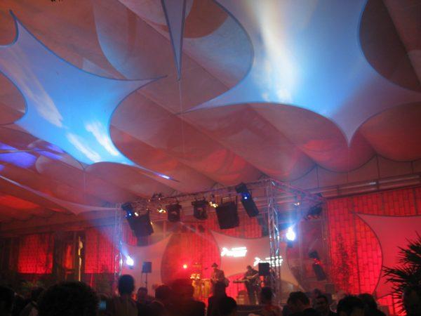 Projektionsfläche aus Stretchgewebe Polyamid, Elastan - 6Punkt-Stretchsegel GRANADA- Indoor Deckensegel für Hallen /Zelte