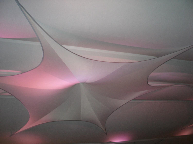 Projektionsfläche aus Stretchgewebe Polyamid, Elastan - 6Punkt-Stretchsegel SEVILLA- Indoor Deckensegel für Hallen /Zelte