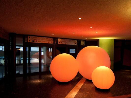 Dekorationsverleih Agentur Rindle Inflatables Globe Gebläse LEDBeleuchtung Bodendekoration Leuchtkugeln outdoor easy airsystem (c) hms easy stretch