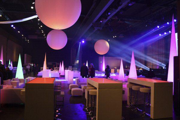 Eventdekoration Agentur Rindle Inflatables Globe Cone Gebläse LEDBeleuchtung Kugelleuchten Leuchtkugeln indoor easy airsystem
