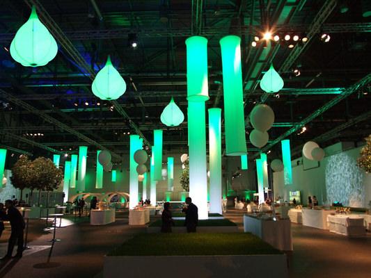 Hallendekoration Helsinki Leuchtsäulen, Leuchtskulturen blob fuer Hallen oder Decken Indoordekoration - HMS