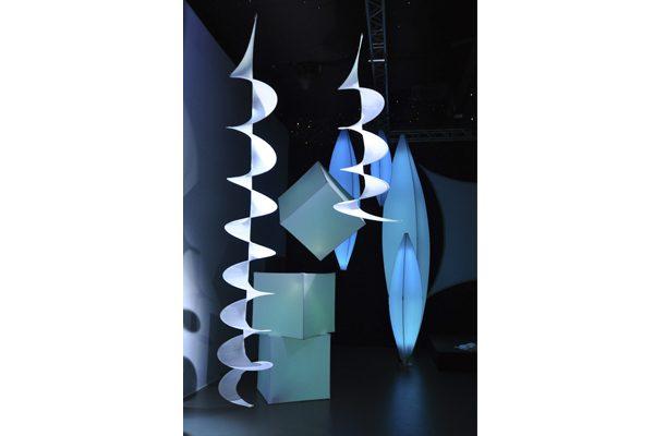 Deckendekoration Halle Decke elegant_Hochzeit_einfach_Beleuchtung_Skulptur_gold_silber_leicht schwebend hängend leicht easy cube, pine und curl - hms