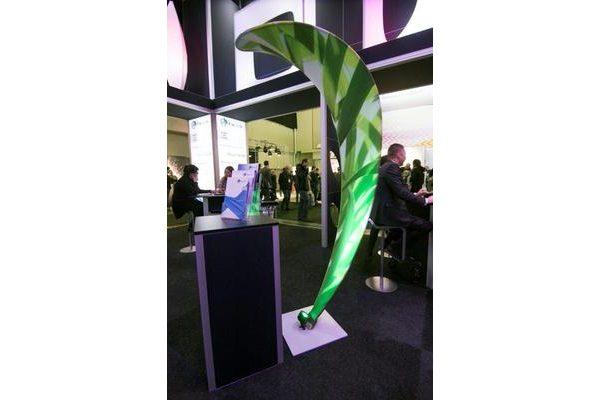 Skulptur_Blütenblatt_oder_Cobra_freistehend_Dekoration_in_Restaurant