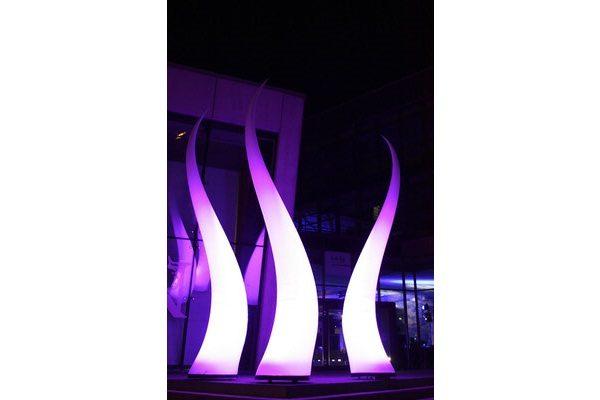 Aufblasbare Skulptur mit LED Beleuchtung -geschwungene Form, für Bühne und Eingänge, HMS