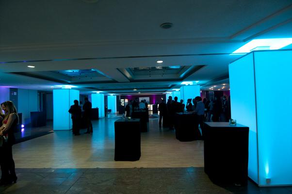 Veranstaltung, Dekoration, eckig, Logo-Druck, Messe, Stand, Verkleidung, Säule, Stütze, Stoff Agentur Rindle, hms