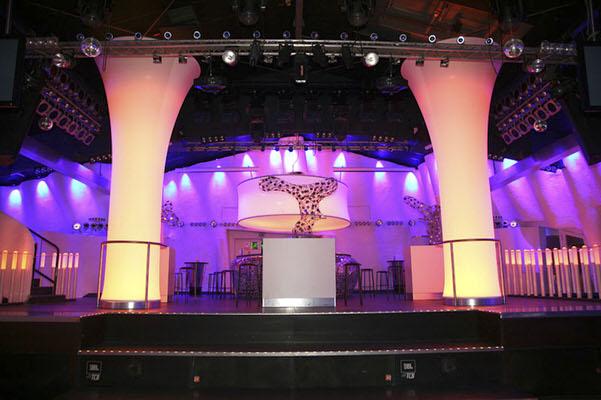 easy TURIN COLUMN DISK3D hängende Säulen - Bühnendekoration Agentur Rindle hms