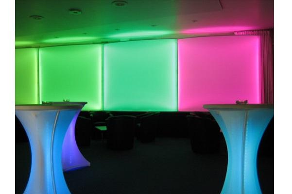 Modere Raumabtrennung mit LED Beleuchtung für Messe, Promotion, Event. Schwer entflammbar und kinderleichte Montage/Demontage.