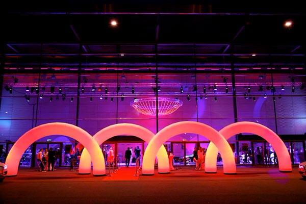 easy GATE A1 - Rundbogen die Leuchtdekoration als Eingangsgestaltung, Wegweiser, Bühnendekoration aufblasbare Dekorationen, HMS Agentur Rindle