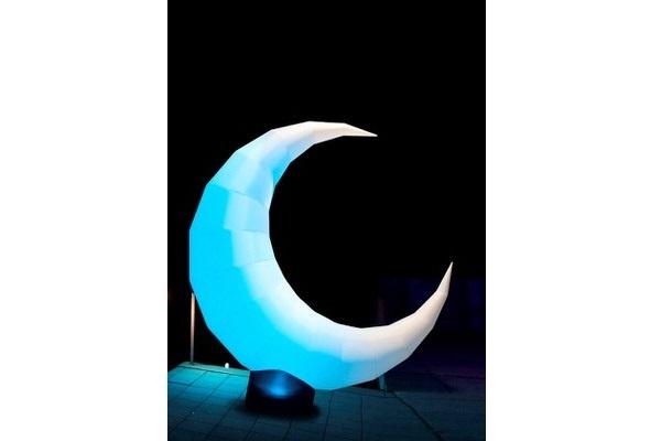 easy MOON die Leuchtdekoration als Wegweiser, Bühnendekoration aufblasbare Dekorationen, HMS Agentur Rindle