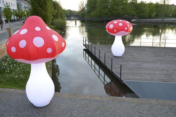 Aufblasbare Skulptur FUNGU mit LED Beleuchtung riesiger Pilz für Wald und am Wasser, HMS