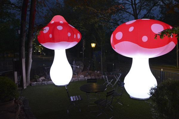 Aufblasbare Skulptur FUNGU mit LED Beleuchtung riesiger Pilz für Wald & Märchen, HMS