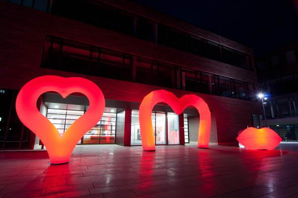 Aufblasbares Herz, Mund für Hochzeiten oder Firmenverschmelzungen: easyHEART zum stellen- Vermietung und Verkauf möglich