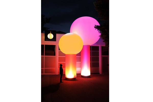 AIRCUP Aufblasbare Leuchtskulpturen mit Halogenlicht Meetingpoint zur Miete oder Verkauf fuer Lichterfeste (c) airlight