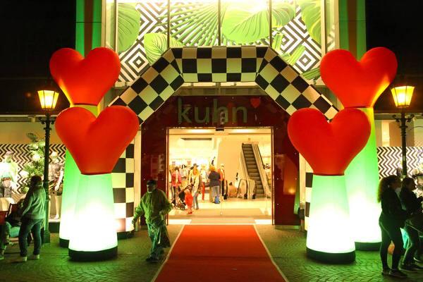 AIRRACEPASS und AIRLOVE Aufblasbare Leuchtskulpturen Torbogen mit Halogenlicht für Rennen zur Miete oder Verkauf fuer Lichterfeste (c) airlight
