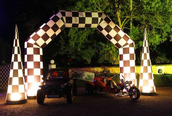 AIRRACEPASS AIRRACE CONE Aufblasbare Leuchtskulpturen Torbogen mit Halogenlicht für Rennen zur Miete oder Verkauf fuer Lichterfeste (c) airlight
