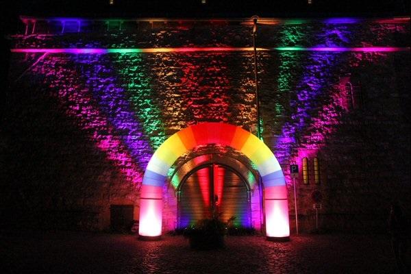 AIRRAINBOW Aufblasbare Leuchtskulpturen mit Halogenlicht Eingangsgestaltung und Leuchtbogen zur Miete oder Verkauf fuer Lichterfeste (c) airlight