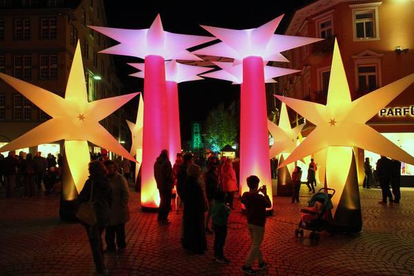 Aufblasbare Weihnachtsdekoration für Weihnachtsmärkte oder Weihnachtsfeier: Sterne zum stellen oder hängen - Vermietung und Verkauf möglich