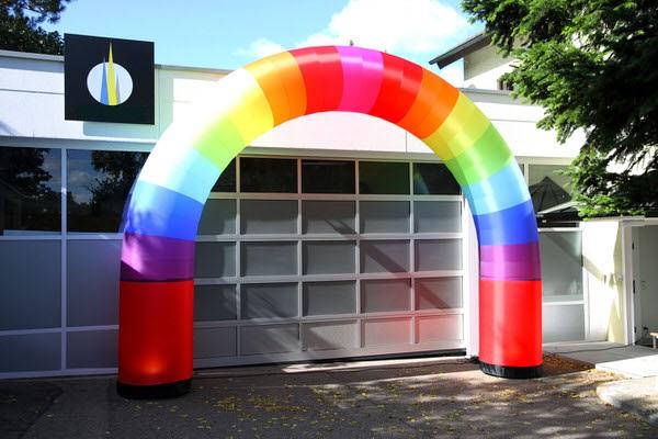 airrainbow bunter Regenbogen Eingangsportal zur Vermietung oder im Verkauf airlight