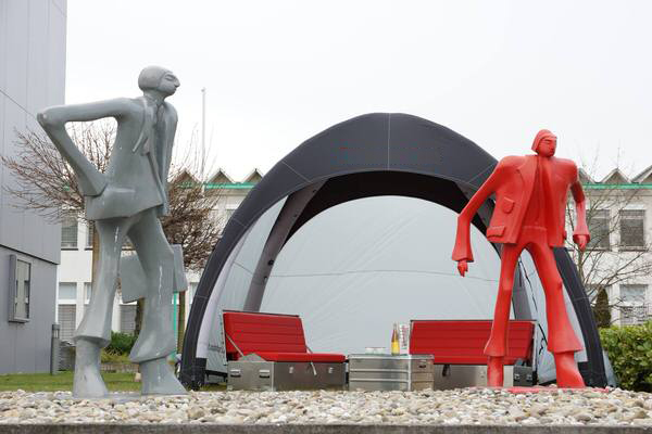 Mietmoebel rote SOFABOX moderne stylische Outdoor Sitzbank Vermietung - SOF