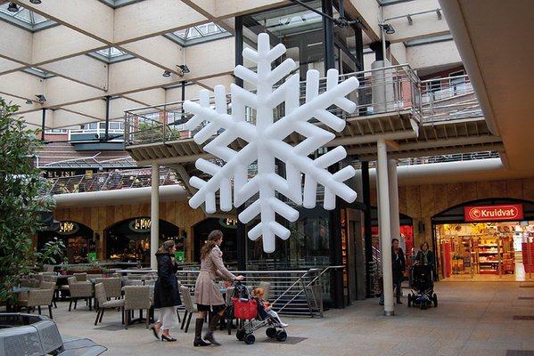 SNOW (Scheeflocke) Aufblasbare Leuchtskulpturen mit LED Licht Deckendekoration zur Miete oder Verkauf (c) ADS