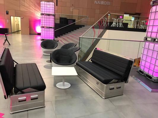 Mietmoebel schwarze SOFABOX moderne stylische Outdoor Sitzbank Vermietung - SOF