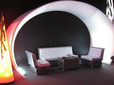 Mietmoebel weiße SOFABOX moderne stylische Outdoor Sitzbank Vermietung - SOF