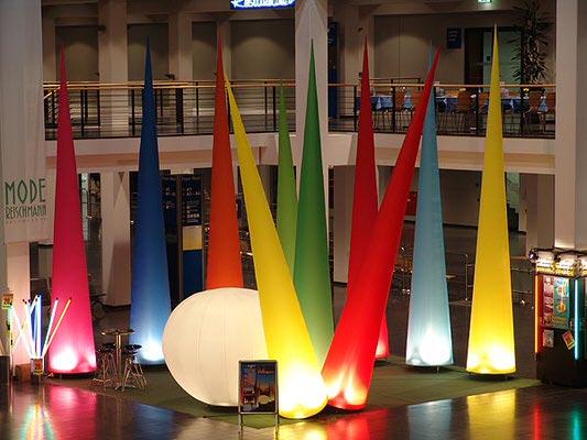 AIRGLOBE AIRCONE AgenturRindle - Inflatables -Aufblasbare Eventdeko für Messen Vermietung und Verkauf (c) airlight